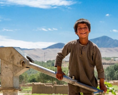 Afghan_Boy_Waterpomp